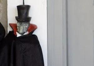 ドラキュラの仮装を子供用に手作り!100均で作れる簡単ハロウィン