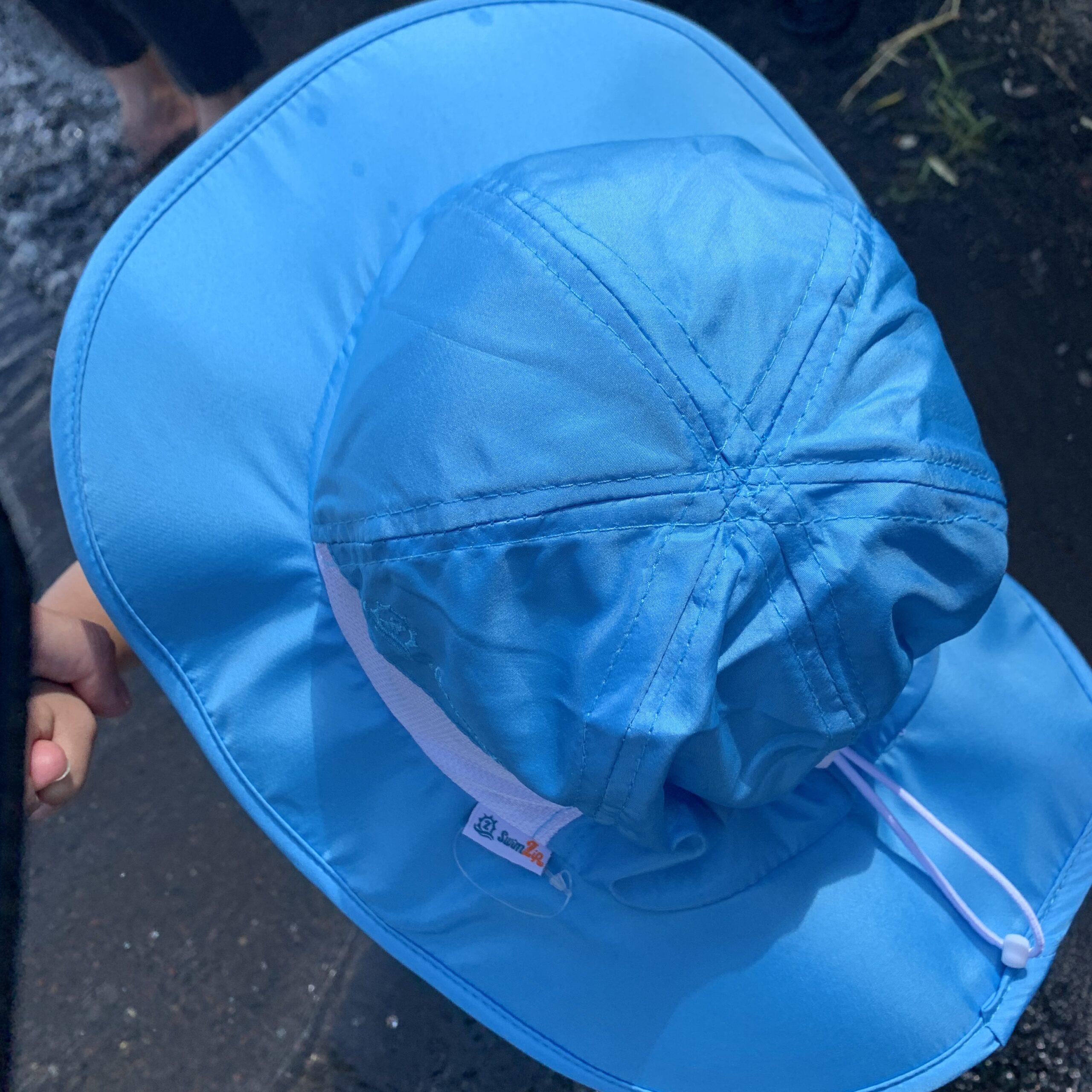 スイムジップの帽子を1歳児に使ってみた!大きめのつばと頭囲の調整紐が秀逸!